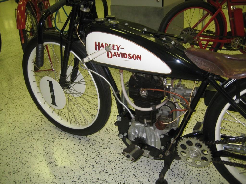 Joe_Petrali_Harley_Davidson_flat_track_2